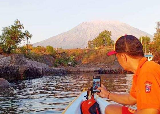 Nusabali.com - bpbd-dan-balawista-pantau-gunung-agung
