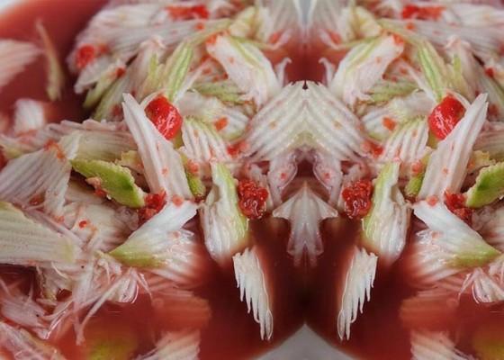 Nusabali.com - rujak-kuah-pindang-kuliner-khas-bali-dengan-cita-rasa-asin-yang-menggoda