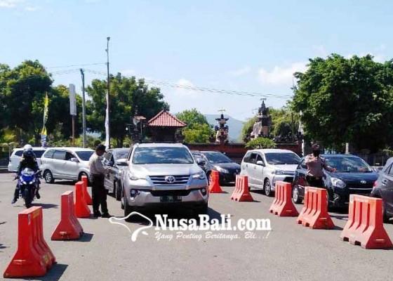 Nusabali.com - baru-94296-penumpang-masuk-bali
