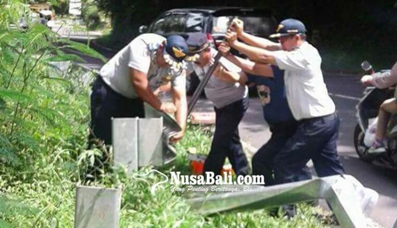 www.nusabali.com-jalur-rawan-kecelakaan-dipasang-guardrail