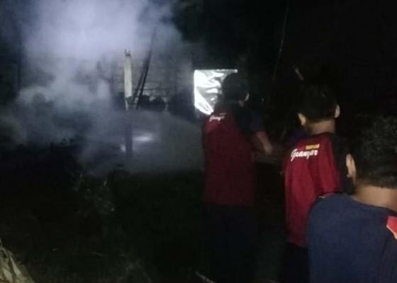 Nusabali.com - bakar-sampah-gudang-ental-terbakar