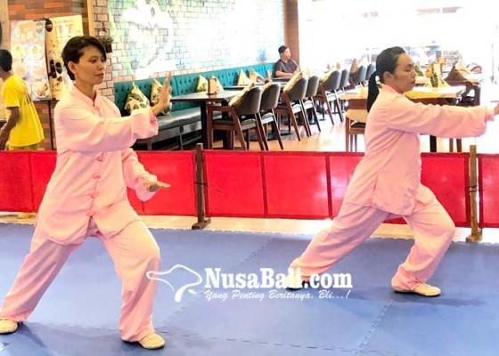 Nusabali.com - kenalkan-wushu-pada-keluarga-di-mall