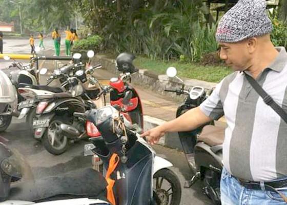 Nusabali.com - cegah-pencurian-polisi-cek-kunci-motor-masih-nyantol