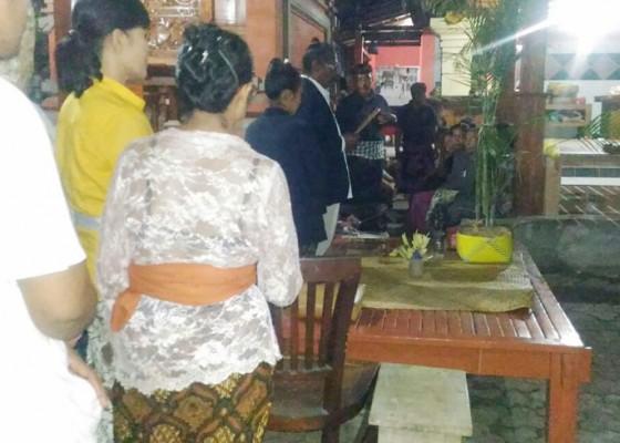 Nusabali.com - keluarga-korban-gelar-pangulap-di-tkp