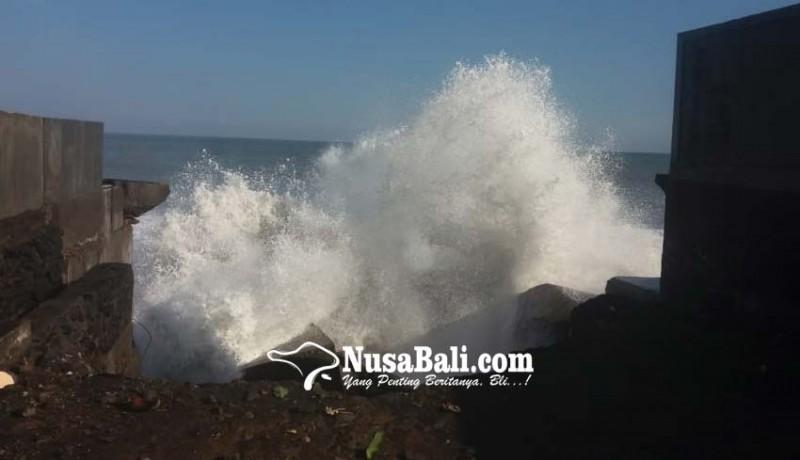 www.nusabali.com-gelombang-tinggi-pelabuhan-kusamba-tutup