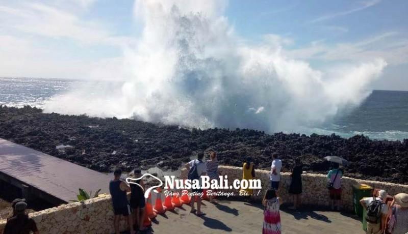 www.nusabali.com-deburan-ombak-capai-10-meter-akses-pengunjung-waterblow-dibatasi