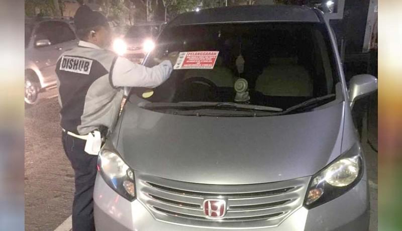 www.nusabali.com-dishub-tertibkan-belasan-kendaraan-parkir-sembarangan