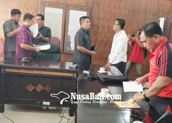 Nusabali.com - warga-anturan-protes-kenaikan-pbb