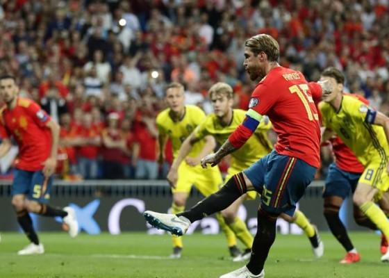 Nusabali.com - dua-penalti-spanyol-benamkan-swedia