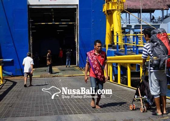 Nusabali.com - dua-dermaga-di-padangbai-buka-tutup