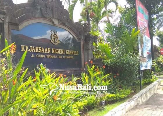 Nusabali.com - malas-pasang-plang-beraksara-bali