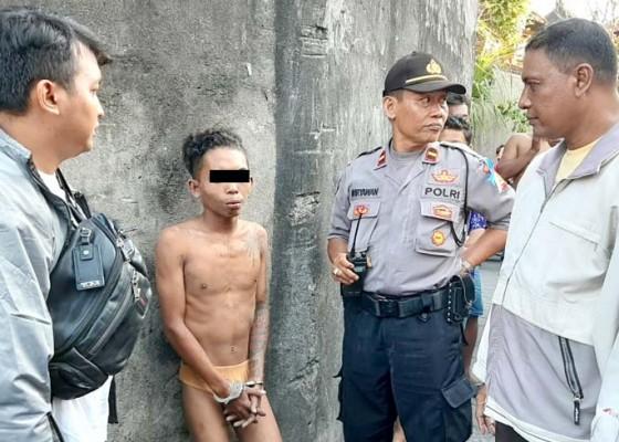 Nusabali.com - kepergok-pencuri-motor-dihajar-dan-ditelanjangi