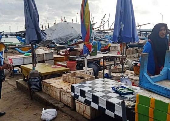 Nusabali.com - seorang-pedagang-ikan-ditertibkan