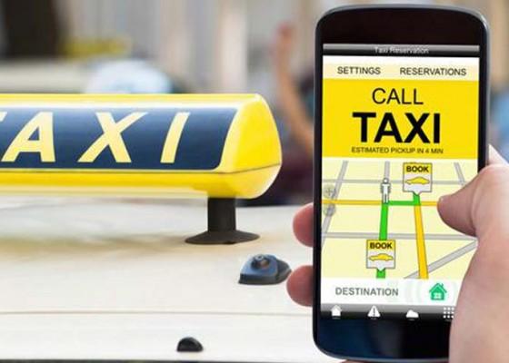 Nusabali.com - biaya-izin-taksi-online-memberatkan