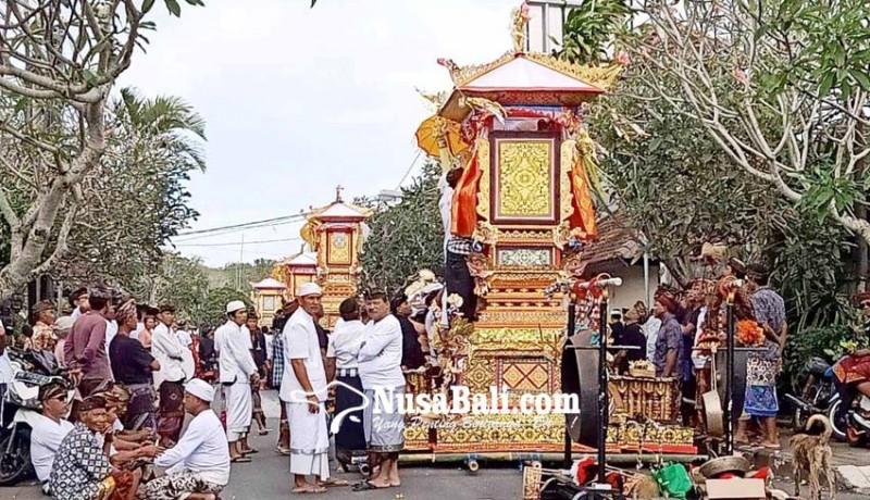 www.nusabali.com-lima-bade-iringi-ngaben-massal-di-desa-pecatu