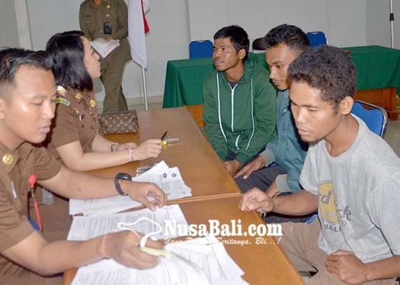 Nusabali.com - identitas-diri-tidak-lengkap-puluhan-warga-kena-tipiring