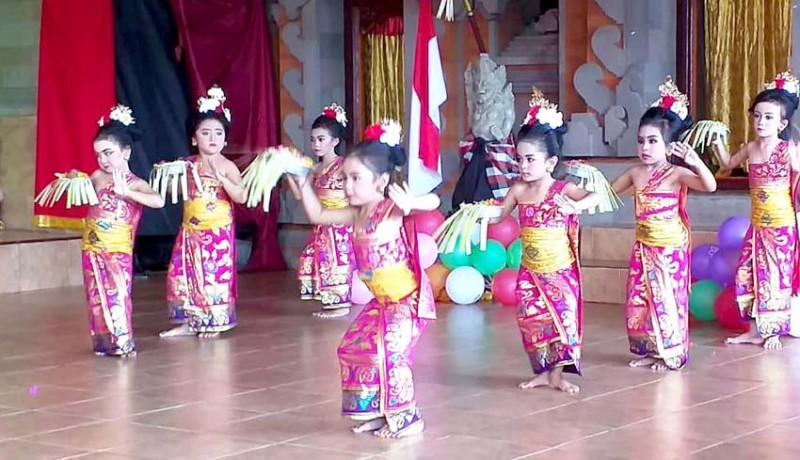 www.nusabali.com-ratusan-siswa-tk-pentas-kreatifitas-di-penglipuran
