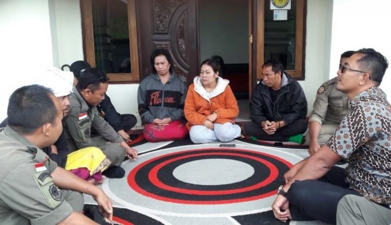 www.nusabali.com-satpol-pp-bina-pedagang-canang-di-hutan-suter