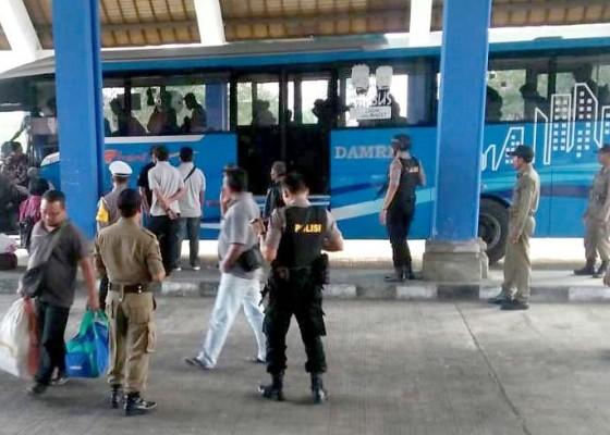 Nusabali.com - terminal-mengwi-layani-58354-penumpang