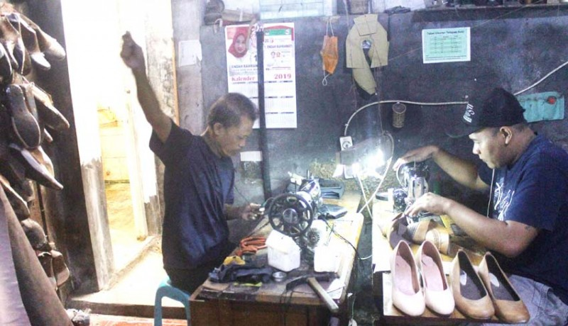 www.nusabali.com-pasar-daring-sepatu-kulit