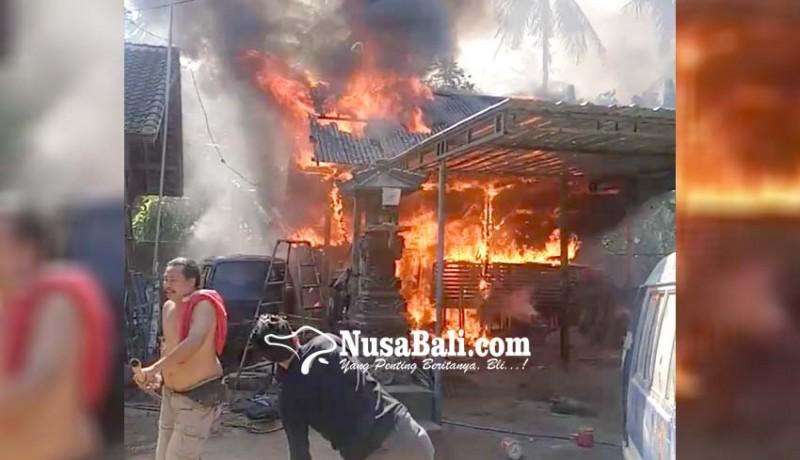 www.nusabali.com-mobil-dan-motor-ludes-terbakar