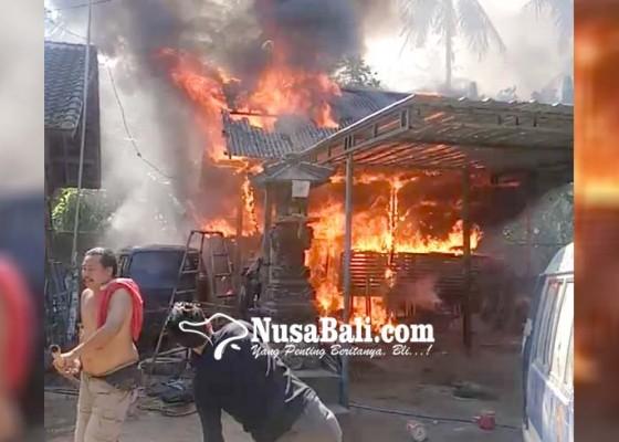 Nusabali.com - mobil-dan-motor-ludes-terbakar