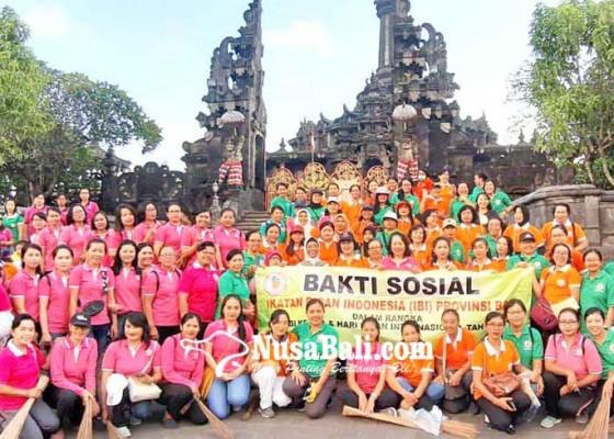 Nusabali.com - sambut-hut-ke-68-ibi-se-bali-gelar-aksi-bersih-bersih