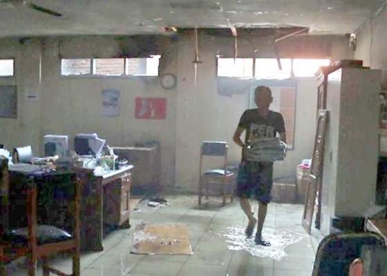 Nusabali.com - bakar-sampah-rumah-dan-sekolah-terbakar