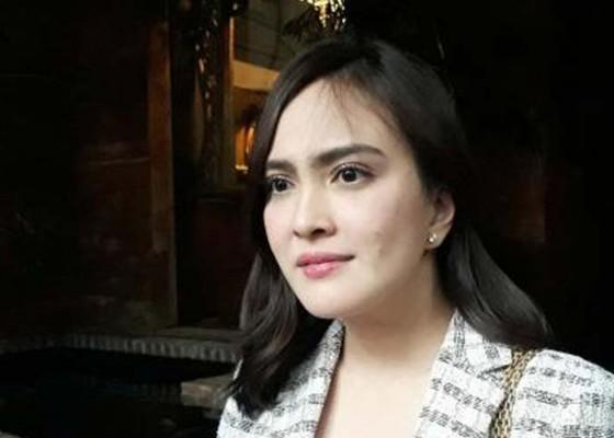 Nusabali.com - hamil-suami-shandy-aulia-lebih-protektif