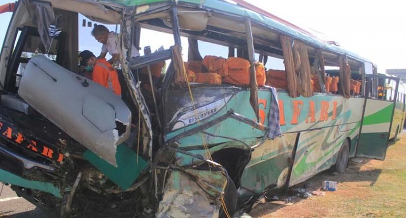 www.nusabali.com-tabrakan-beruntun-4-kendaraan-12-tewas-45-luka