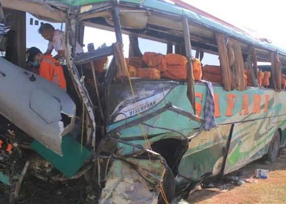 Nusabali.com - tabrakan-beruntun-4-kendaraan-12-tewas-45-luka