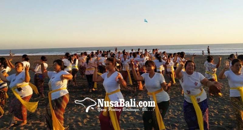 www.nusabali.com-tampilkan-rejang-renteng-505-penari-kuliner-timbungan-sepanjang-50-meter
