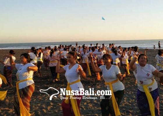 Nusabali.com - tampilkan-rejang-renteng-505-penari-kuliner-timbungan-sepanjang-50-meter