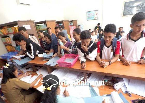 Nusabali.com - jelang-ppdb-siswa-serbu-disdukcapil