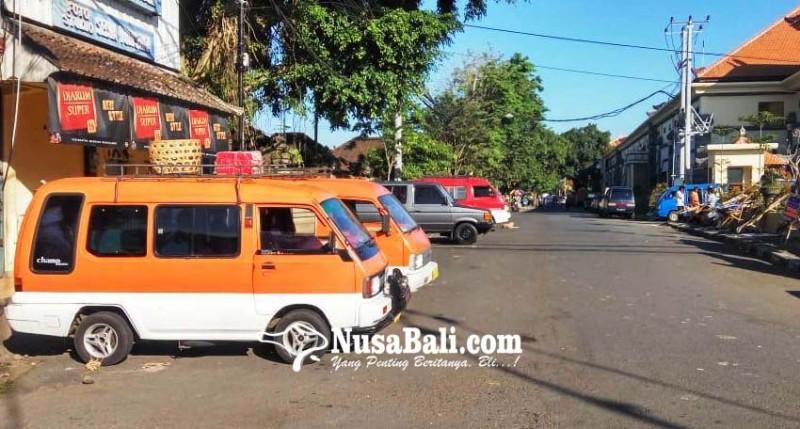 www.nusabali.com-sopir-angkot-tolak-mangkal-di-terminal-loka-crana