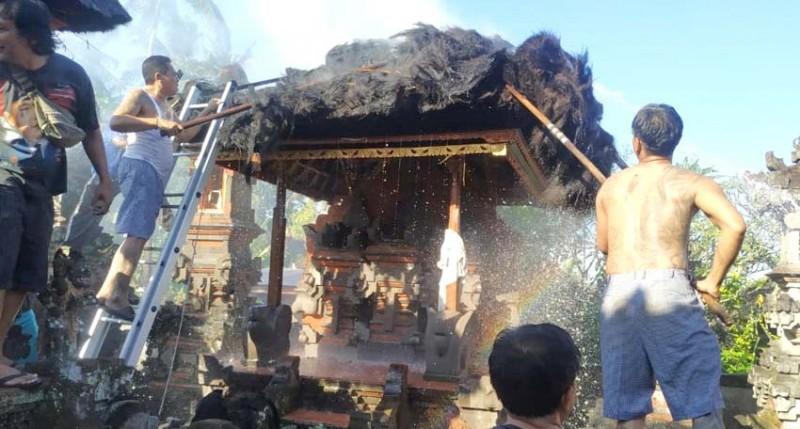 www.nusabali.com-dua-palinggih-paibon-pasek-gelgel-terbakar
