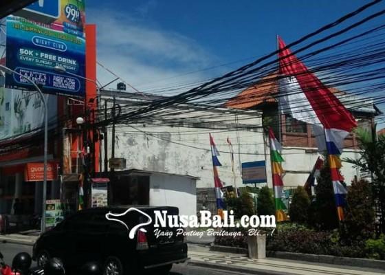 Nusabali.com - kabel-semrawut-di-legian-dikeluhkan