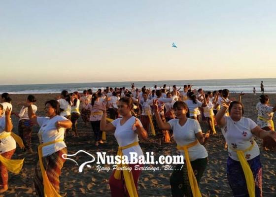Nusabali.com - ada-demo-memasak-kuliner-timbungan-sepanjang-50-meter