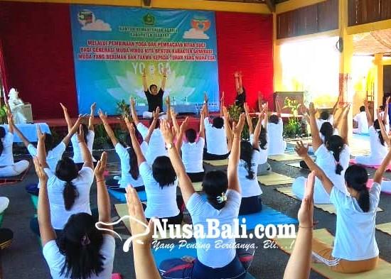 Nusabali.com - 65-generasi-muda-hindu-berlatih-yoga