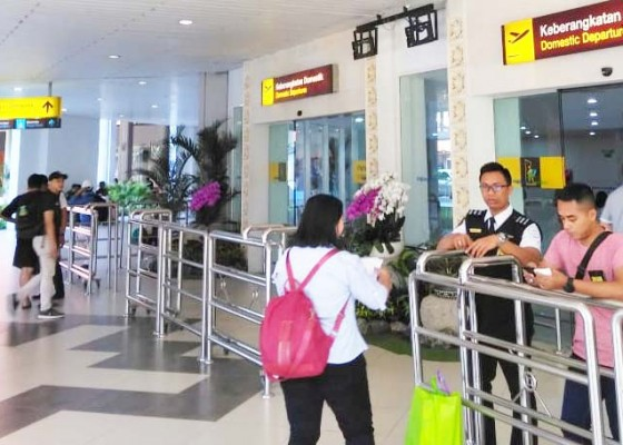 Nusabali.com - tiket-mahal-pergerakan-penumpang-di-ngurah-rai-landai