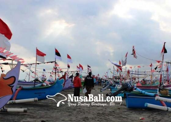 Nusabali.com - jukung-hiasan-tridatu-ramaikan-festival-yeh-gangga-ii