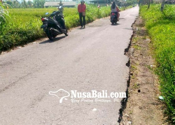 Nusabali.com - akses-jalan-bangbang-peninjoan-rusak