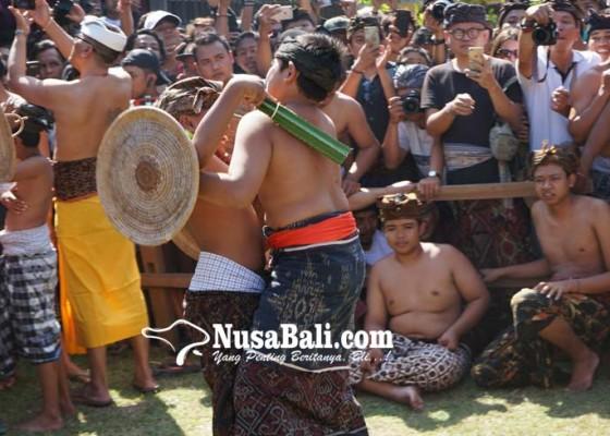 Nusabali.com - kemarin-tampilkan-petarung-remaja-hari-ini-giliran-kalangan-dewasa