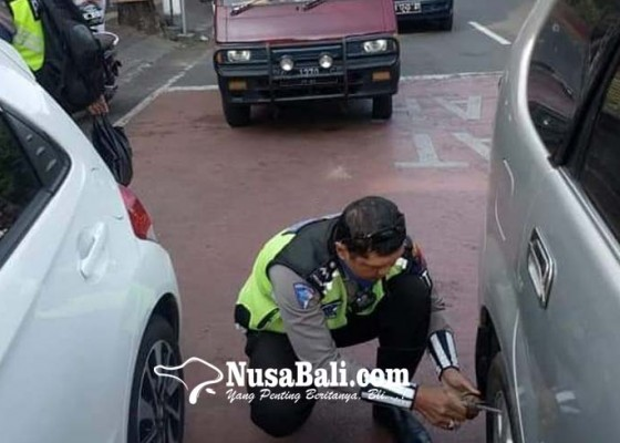 Nusabali.com - parkir-sembarangan-sejumlah-mobil-digembok