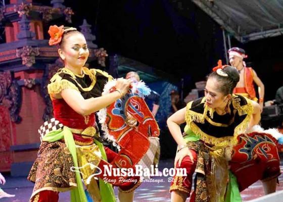Nusabali.com - kontingen-kota-surakarta-pentaskan-tari-jaranan