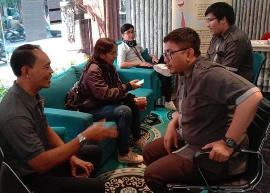 Nusabali.com - para-nasabah-gerudug-kantor-bpr-legian