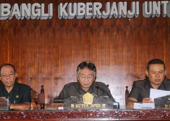 Nusabali.com - bupati-bangli-keluarkan-sp-untuk-8-opd