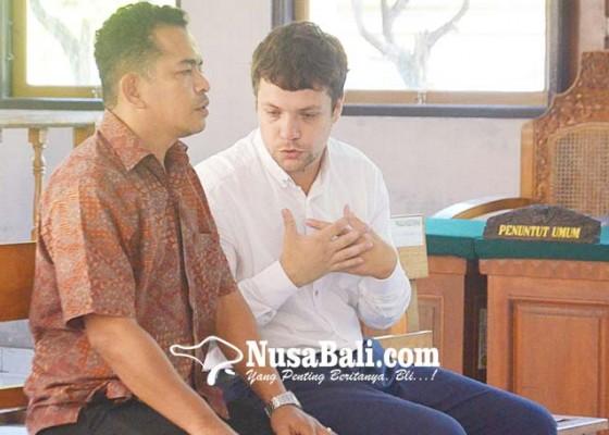 Nusabali.com - dituntut-6-bulan-terdakwa-asal-rusia-minta-maaf