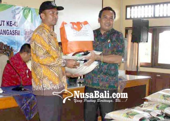 Nusabali.com - pdam-bagikan-400-paket-sembako