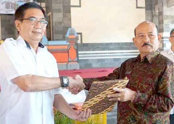 Nusabali.com - pusat-kucurkan-bsps-untuk-288-warga-kurang-mampu
